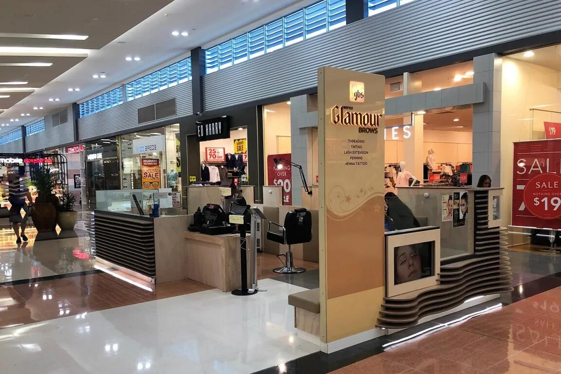 Glamour brow bar kiosk