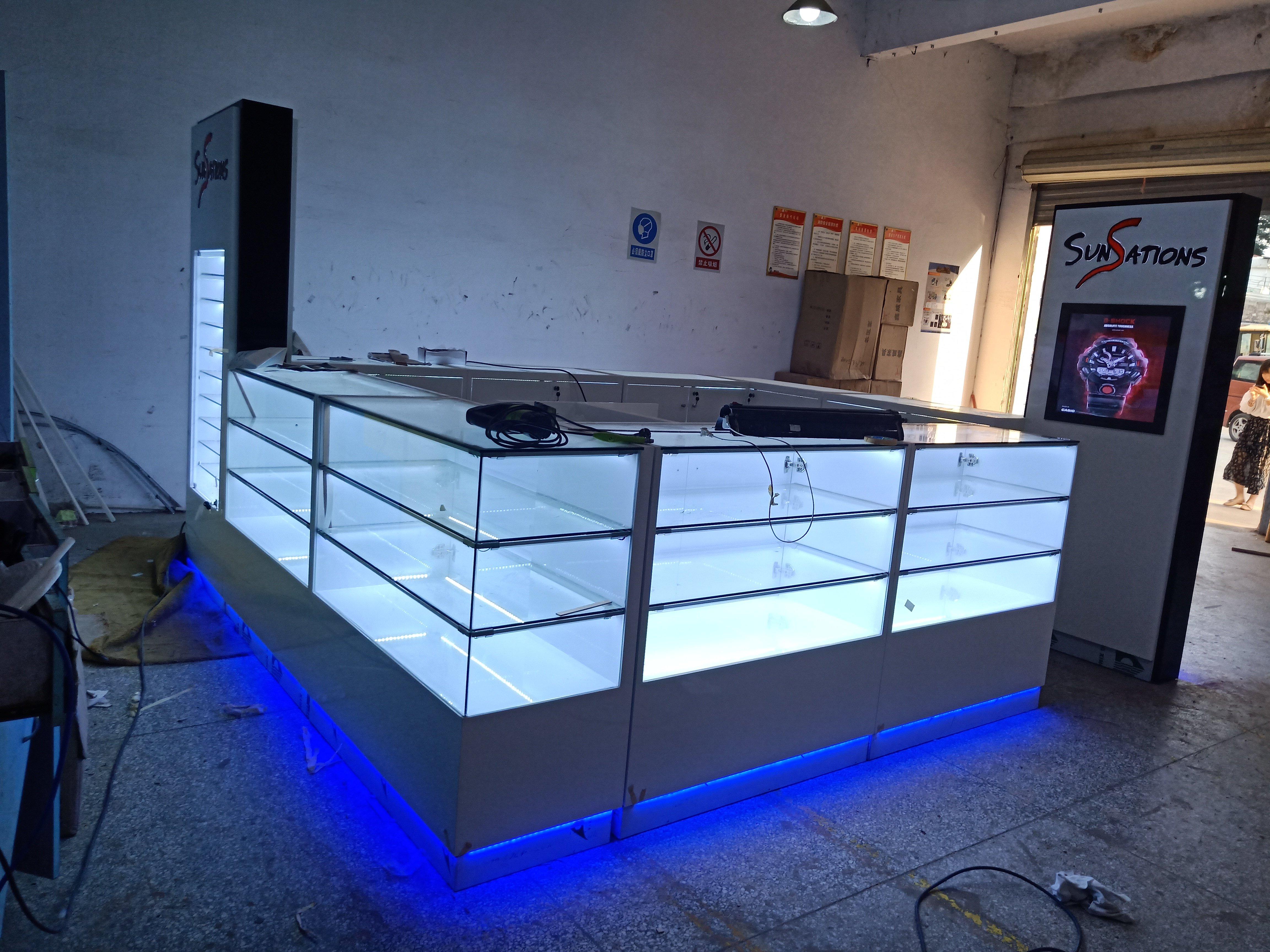 sunglass kiosk