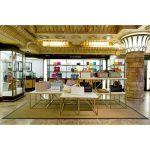 How to make handbag showcase to attract more customers?